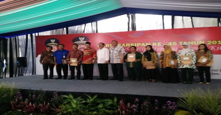 PT. GARAM (Persero) Menerima Penghargaan dari Badan Perpustakaan dan Kearsipan Provinsi Jawa Timur